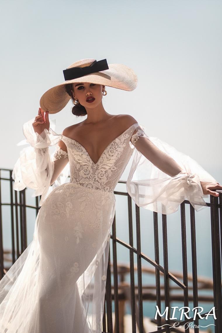 "Mirra ""La Petra"" Цена 32 000 грн. Аренда 13 500 грн.  Рукава съемные.Свадебное платье в наличии"